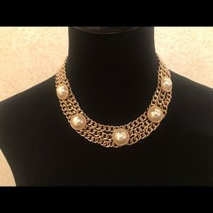 BEAUTIFUL GOLD CHAIN NECKLACE WITH PEARLS!